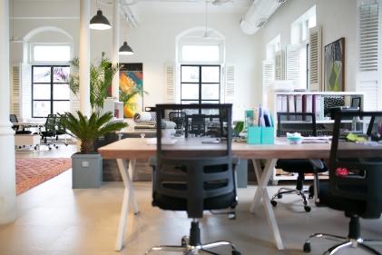 La oficina tradicional se redimensiona con la inclusión del trabajo híbrido